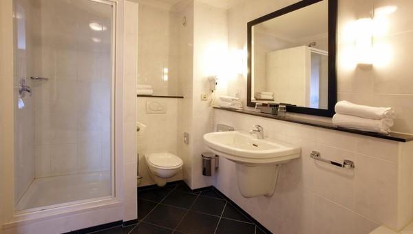 https://www.hotelvolendam.nl/inc/hotels/48/rooms/358/desktop/carousel_1024x768_DA0028FB-513A-4392-A43E8CA5CB10CE53.jpg