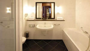 Bathroom luxury twin Hotel Volendam