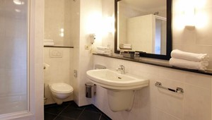 Bathroom luxury triple Hotel Volendam