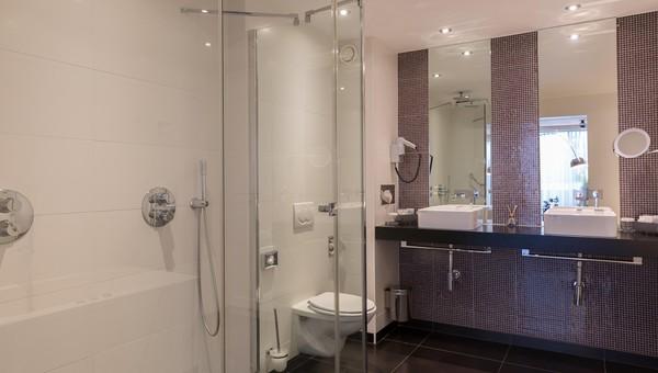 https://www.hotelvolendam.nl/inc/hotels/48/rooms/361/desktop/carousel_1024x768_Badkamer%20JuniorSuite%20DEAN%20productions.JPG